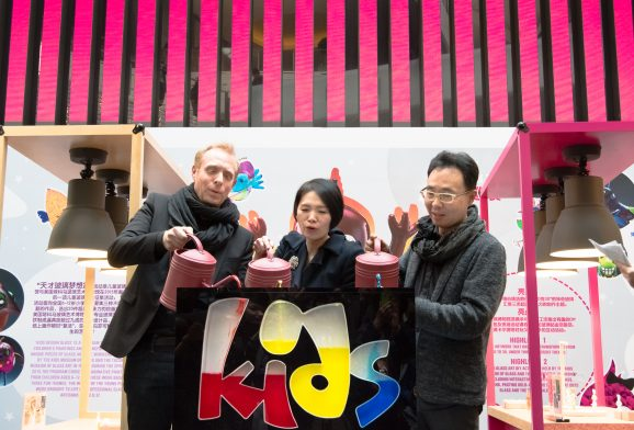 "见证2D画作变3D艺术品的神奇瞬间 ""天才玻璃梦想家""巡展3月12日在尚嘉中心正式开幕<br>Witness the Magical Moment – Grand Opening of Kids Design Glass tour exhibition in L'Avenue"